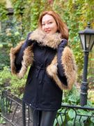 Куртка с отделкой из меха енота
