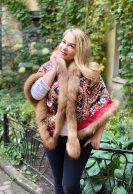 Павловопосадский платок с отделкой из меха рыжей лисы