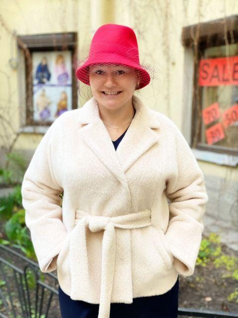 Пальто из плюшевой ткани молочного цвета